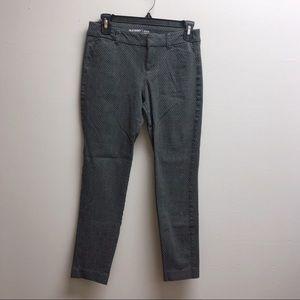 Old navy 2 black and white skinny Capri jeans